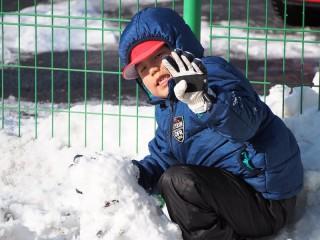 画像:雪遊び楽しんでいます♪