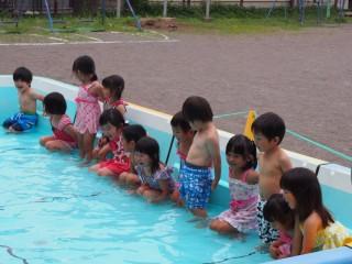 画像:プールが始まりました!